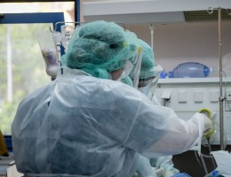 Διευθυντής ΜΕΘ Νοσοκομείου Παπανικολάου στα Παραπολιτικά 90,1: Έχουν εξαντληθεί οι δομές του συστήματος υγείας - Οι κλίνες ΜΕΘ είναι όλες καλυμμένες