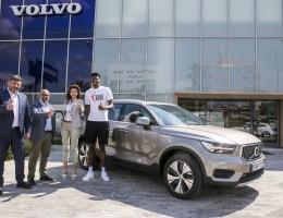 Η Volvo Saracakis ξεκινά συνεργασία με τον διεθνή μπασκετμπολίστα Κώστα Αντετοκούνμπο