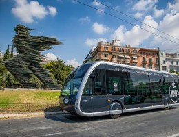 O Όμιλος Επιχειρήσεων Σαρακάκη παρέδωσε στην Ο.ΣΥ. Α.Ε.  το αμιγώς Ηλεκτρικό Λεωφορείο Irizar ie tram παρουσία του Υπουργού Υποδομών και Μεταφορών Κώστα Καραμανλή